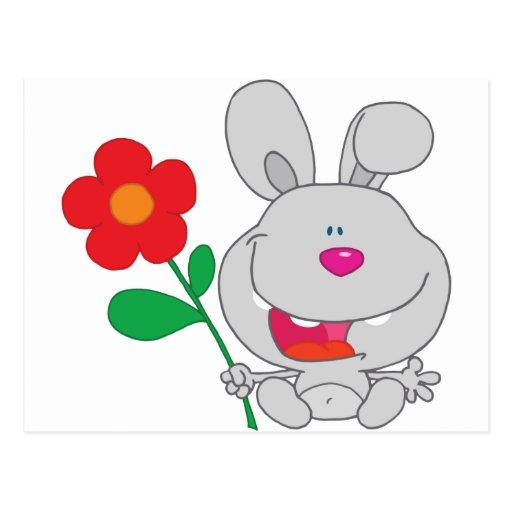 El conejo feliz celebra la sonrisa de la flor postal