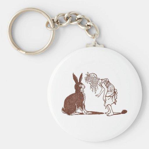El conejo negro y un chica llavero
