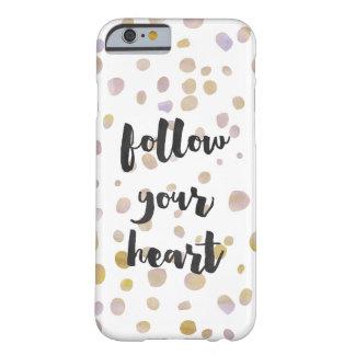 El confeti bonito de la acuarela sigue su corazón funda para iPhone 6 barely there