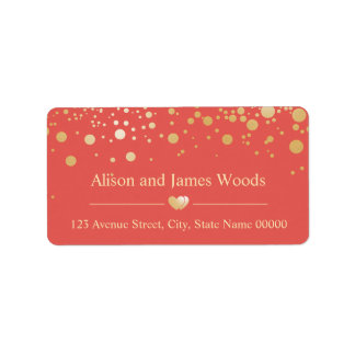 El confeti brillante del oro puntea el boda etiquetas de dirección