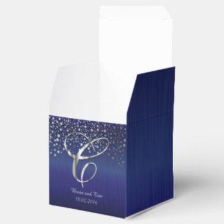 El confeti de plata puntea la letra Azul C del Cajas Para Detalles De Boda