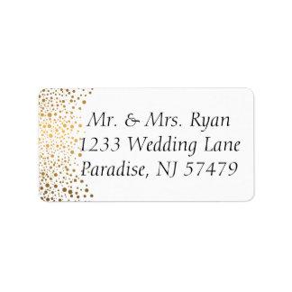El confeti elegante del oro puntea el fondo blanco etiquetas de dirección