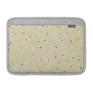El confeti minúsculo del arco iris de los puntos a fundas MacBook