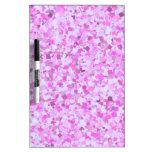 El confeti rosado de la pintada de la plantilla tableros blancos