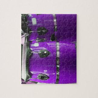 El conga púrpura brillante teclea la foto puzzle con fotos