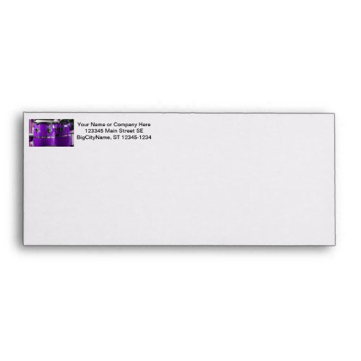 El conga púrpura brillante teclea la foto sobres