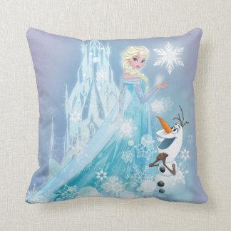 El   congelado Elsa y Olaf - resplandor helado Cojín Decorativo