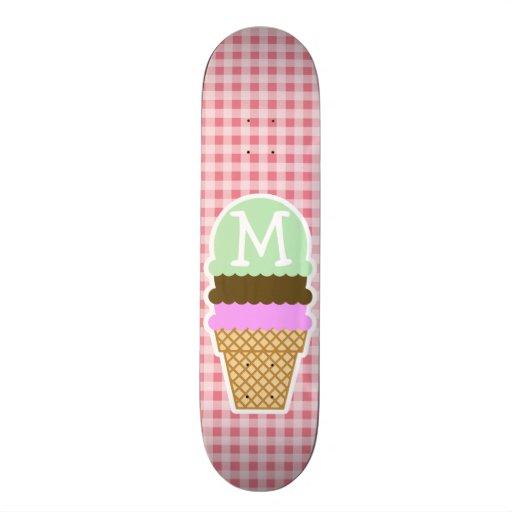 El cono de helado encendido se ruboriza guinga ros tabla de skate