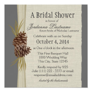 El cono y la arpillera del pino miran la ducha invitacion personalizada