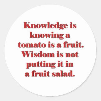 El conocimiento está sabiendo que un tomate es una pegatina redonda