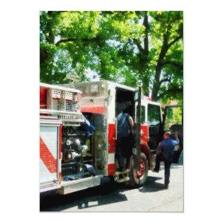 """El conseguir en el coche de bomberos invitación 5"""" x 7"""""""