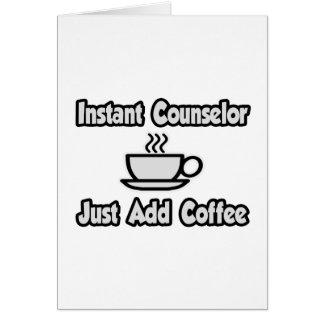 El consejero inmediato… apenas añade el café tarjeta