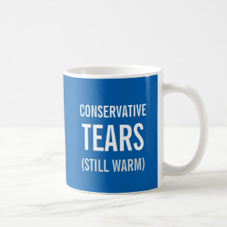 El conservador todavía rasga caliente taza de café