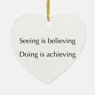 El considerar está creyendo que haciendo está adorno navideño de cerámica en forma de corazón