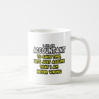 El contable… asume que nunca soy incorrecto tazas de café