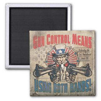 El control de armas significa dos manos retras imán cuadrado