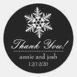 El copo de nieve le agradece las etiquetas (el pegatina redonda