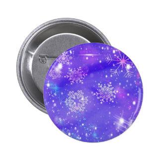 El copo de nieve púrpura festivo protagoniza a la pin redondo de 2 pulgadas