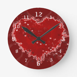 El corazón agita reloj de pared