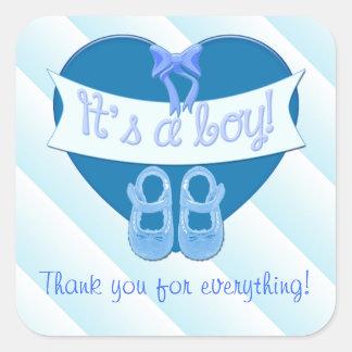 El corazón azul lindo con la ducha del bebé del pegatina cuadrada