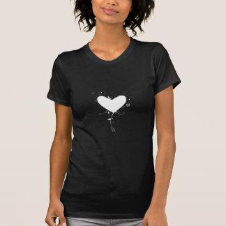 El corazón blanco con las etiquetas - refresqúese camisetas