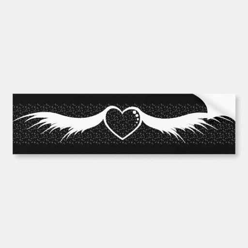 El corazón con blanco se va volando el fondo negro etiqueta de parachoque
