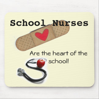 El corazón de la enfermera de la escuela del cojín tapetes de raton