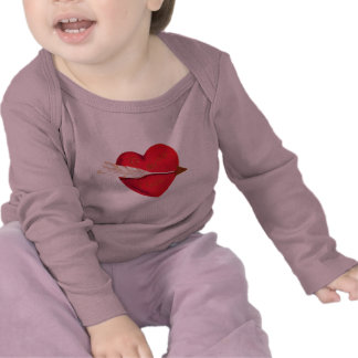 El corazón de la tarjeta del día de San Valentín p Camiseta