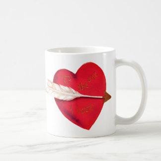 El corazón de la tarjeta del día de San Valentín p Tazas