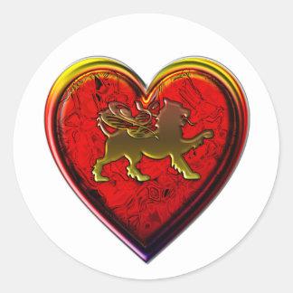 El corazón de oro con alas del león redondeado etiqueta redonda