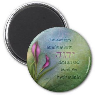 El corazón de una mujer - cala imán redondo 5 cm
