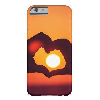 El corazón del amor da símbolo funda de iPhone 6 barely there