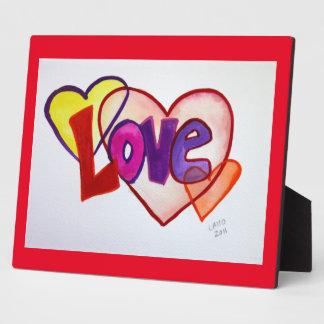 El corazón del amor suena la placa del poema de la