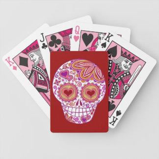 El corazón del cráneo del azúcar observa naipes cartas de juego