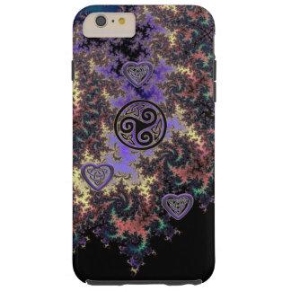 El corazón del fractal de Triskele del Celtic Funda Resistente iPhone 6 Plus
