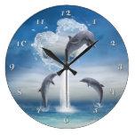 El corazón del reloj de pared de los delfínes