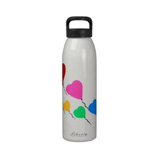El corazón del vuelo hincha la botella de agua de