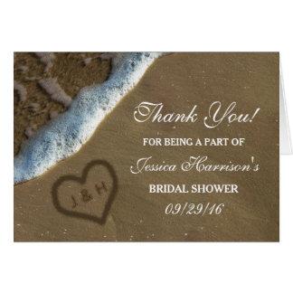 El corazón en la ducha nupcial de la playa de la tarjeta pequeña