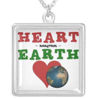 El corazón es anagrama para la tierra colgante