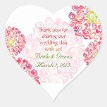El corazón floral rizado de la dalia le agradece p