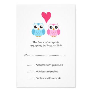 El corazón lindo de los pares de novia y del novio comunicado personalizado