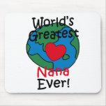 El corazón más grande de Nana del mundo Mouse Pads