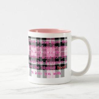 El corazón más grande taza de café de dos colores