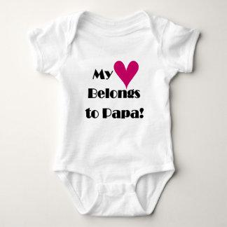 El corazón pertenece a las camisetas y a los mameluco de bebé