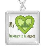 El corazón pertenece a un collar del maderero