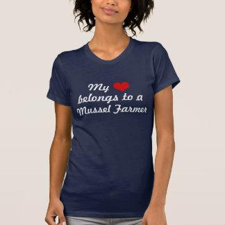 El corazón pertenece a un granjero del mejillón camiseta