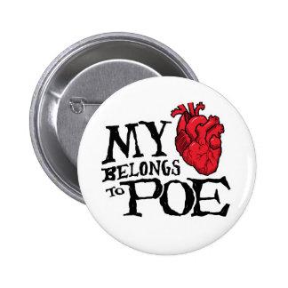 El corazón pertenece al botón del Poe Pin Redondo De 2 Pulgadas