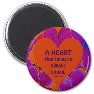 el corazón que ama es siempre joven imán redondo 5 cm