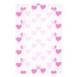 El corazón rosado romántico hincha el modelo papelería