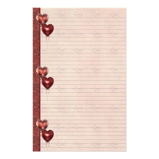 El corazón rosado y rojo hincha las hojas de la no  papeleria de diseño